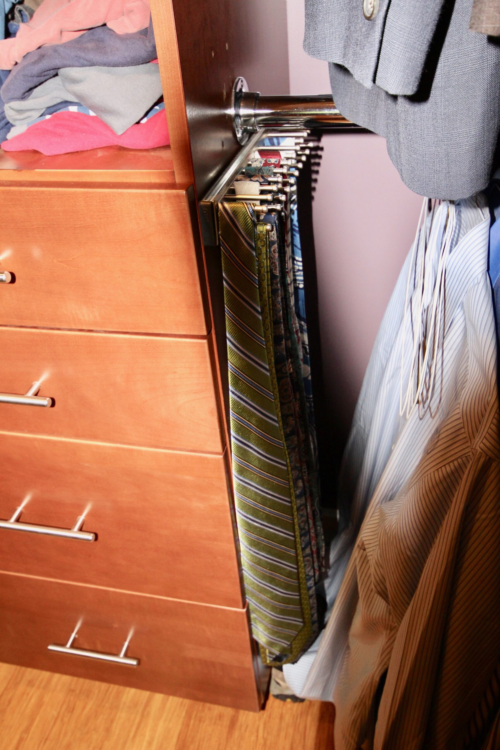 PULLOUT TIE RACK